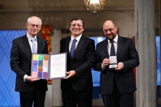EU-presidentane van Rompuy, Barroso og Schulz har mottatt fredsprisen i Oslo Rådhus